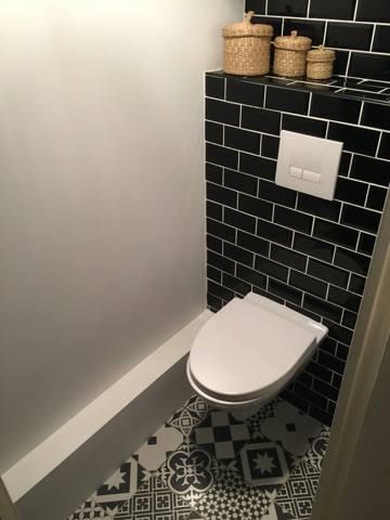 Toilette en carreaux de ciment