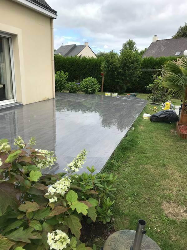 Terrasse moderne gris béton